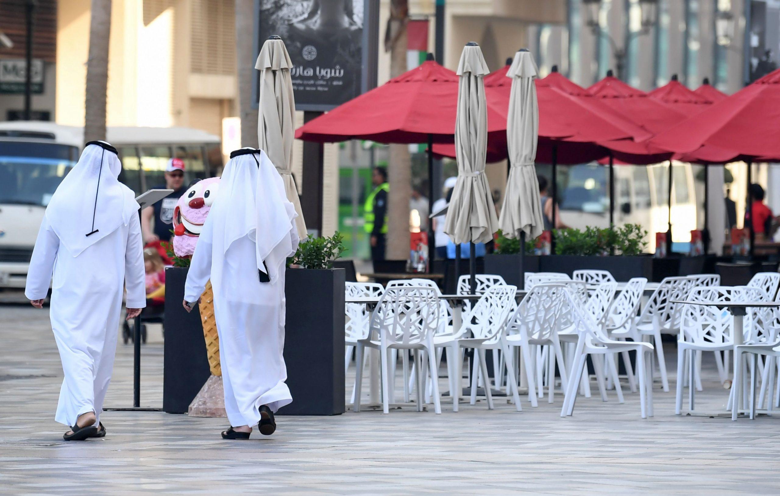 CNN: The UAE is closing all shopping malls and food markets for two weeks